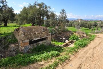 Απομεινάρια από το παλιόν υδραγωγείο Νερό του Μηλιώτη